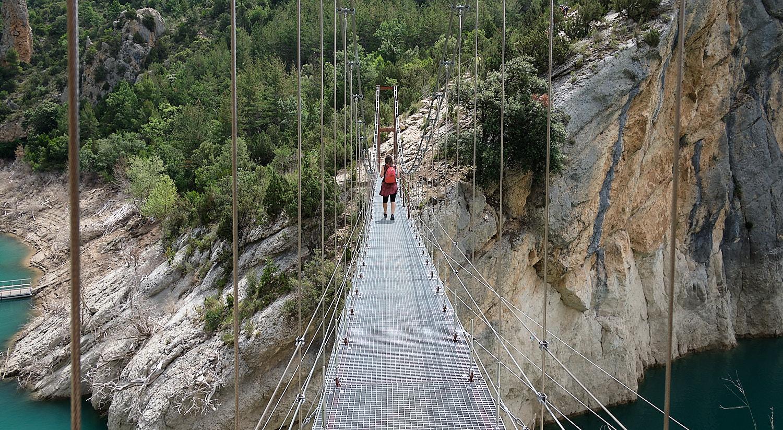 Tourists walkway bridge at Congost de Mont-rebei, Aragón/Cataluña, Spain