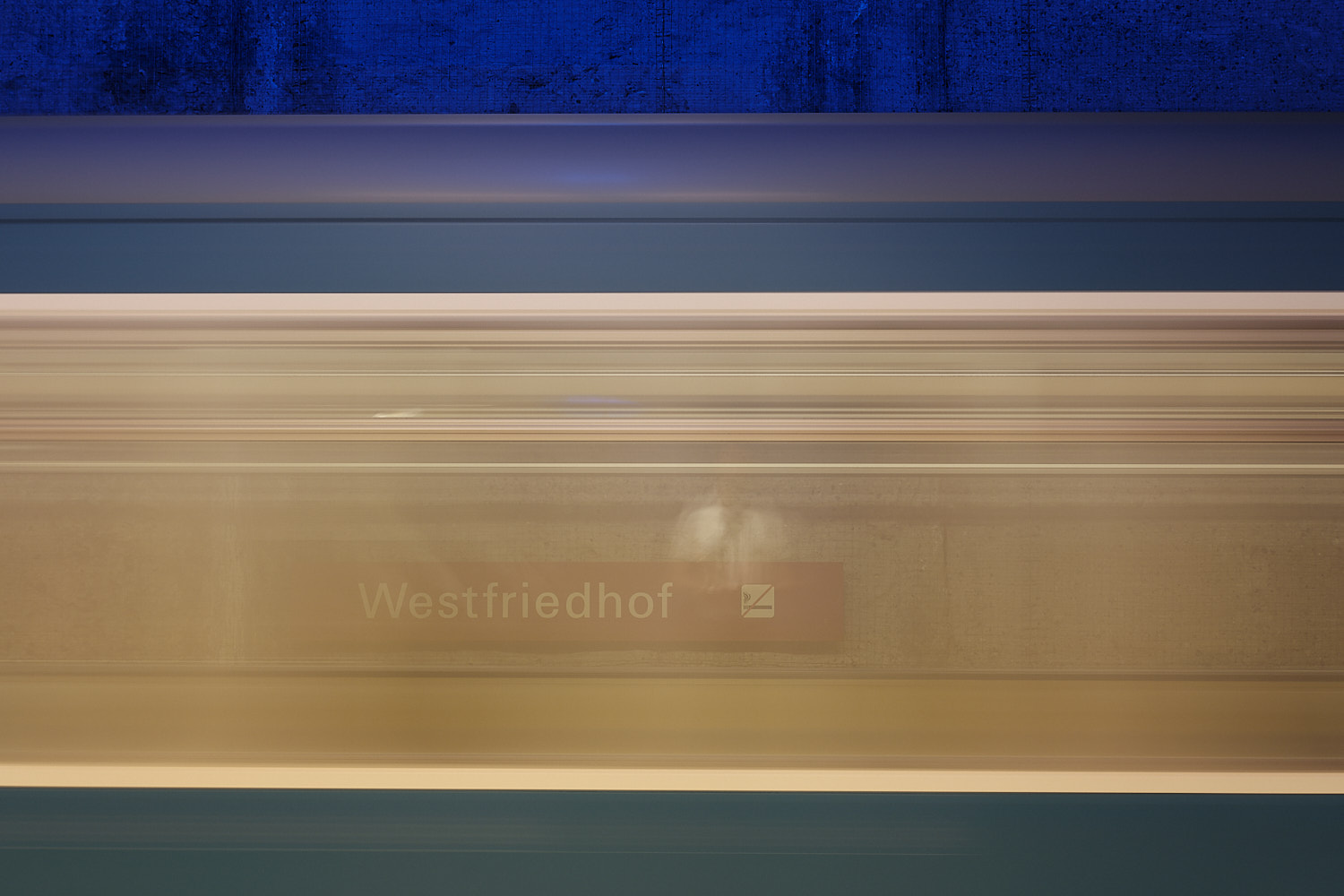 Westfriedhof long exposition U-Bahn departing station see-through windows the station signpost