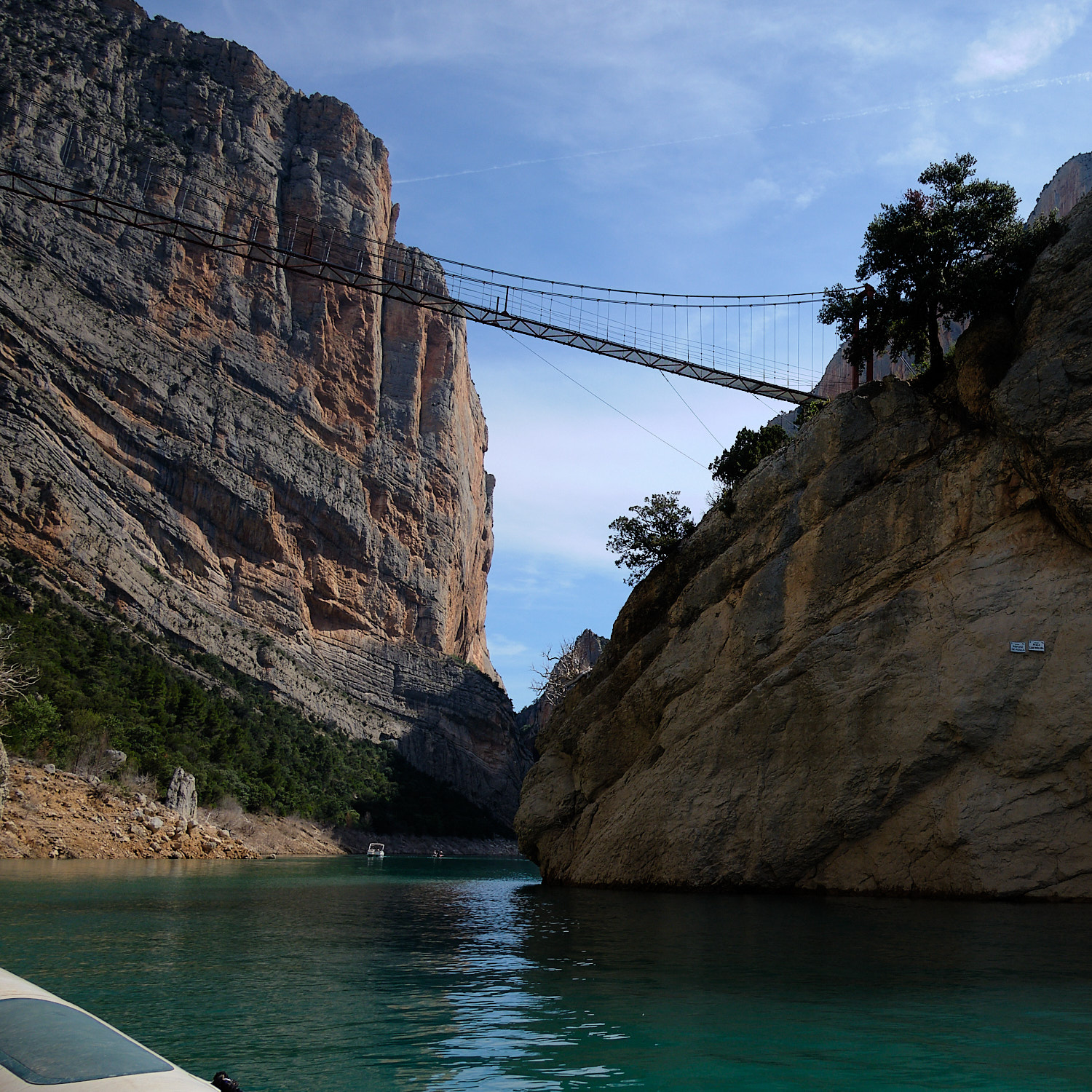 Tourists boats navigating the river upwards and downwards at Congost de Mont-rebei, Aragón/Cataluña, Spain