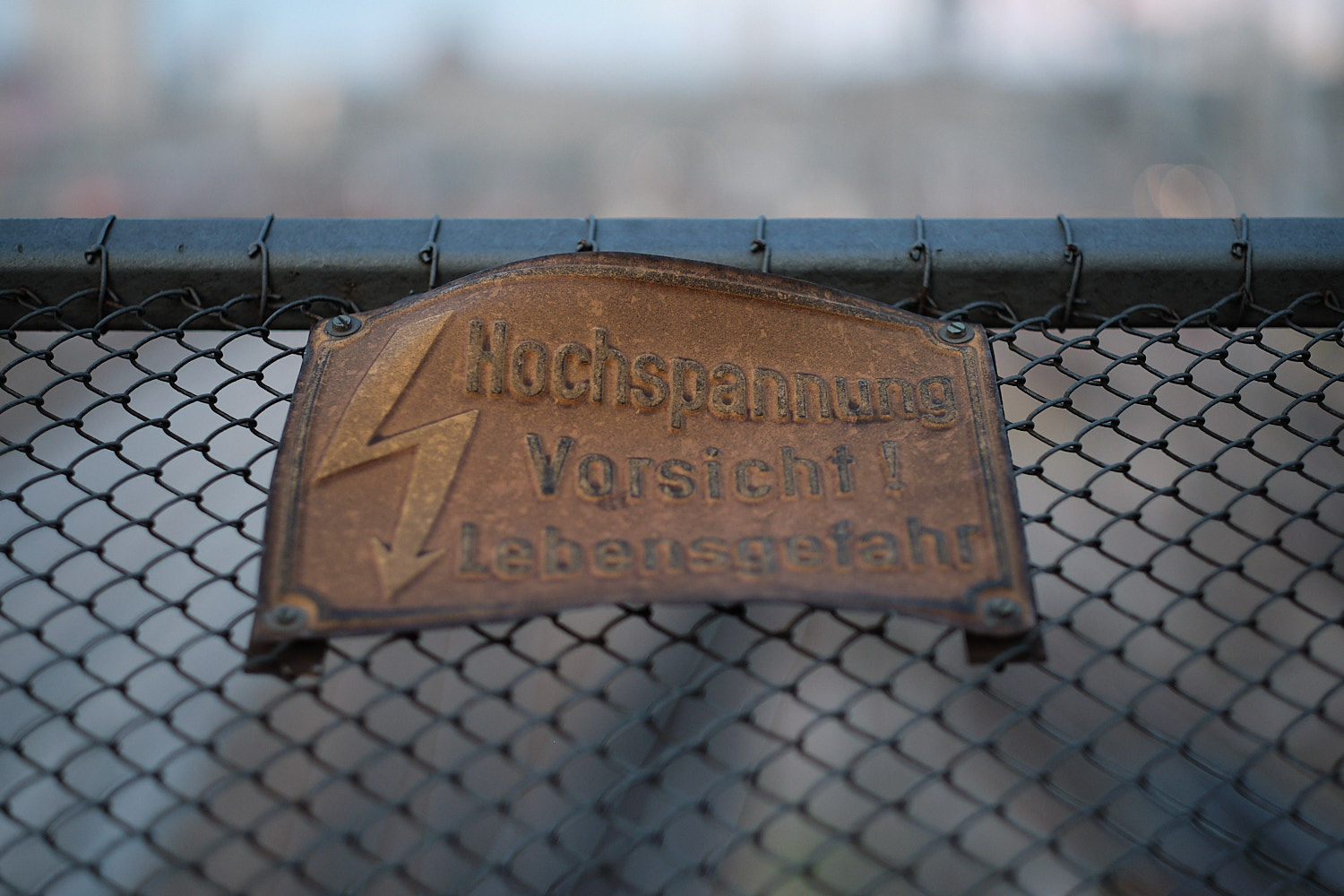A signpost warning of the high tension train lines under the Hackerbrücke bridge