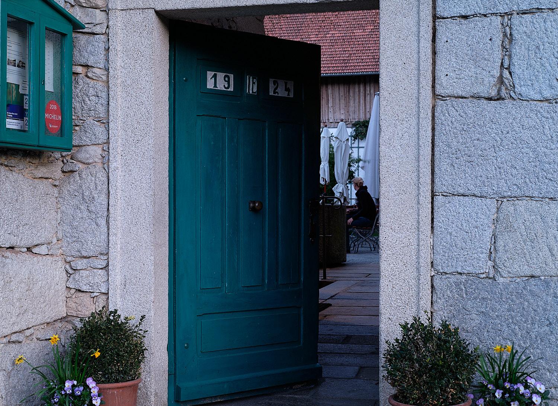 Gidibauer Bauerhof Gasthaus, guest house in Hauzenberg, entrance door