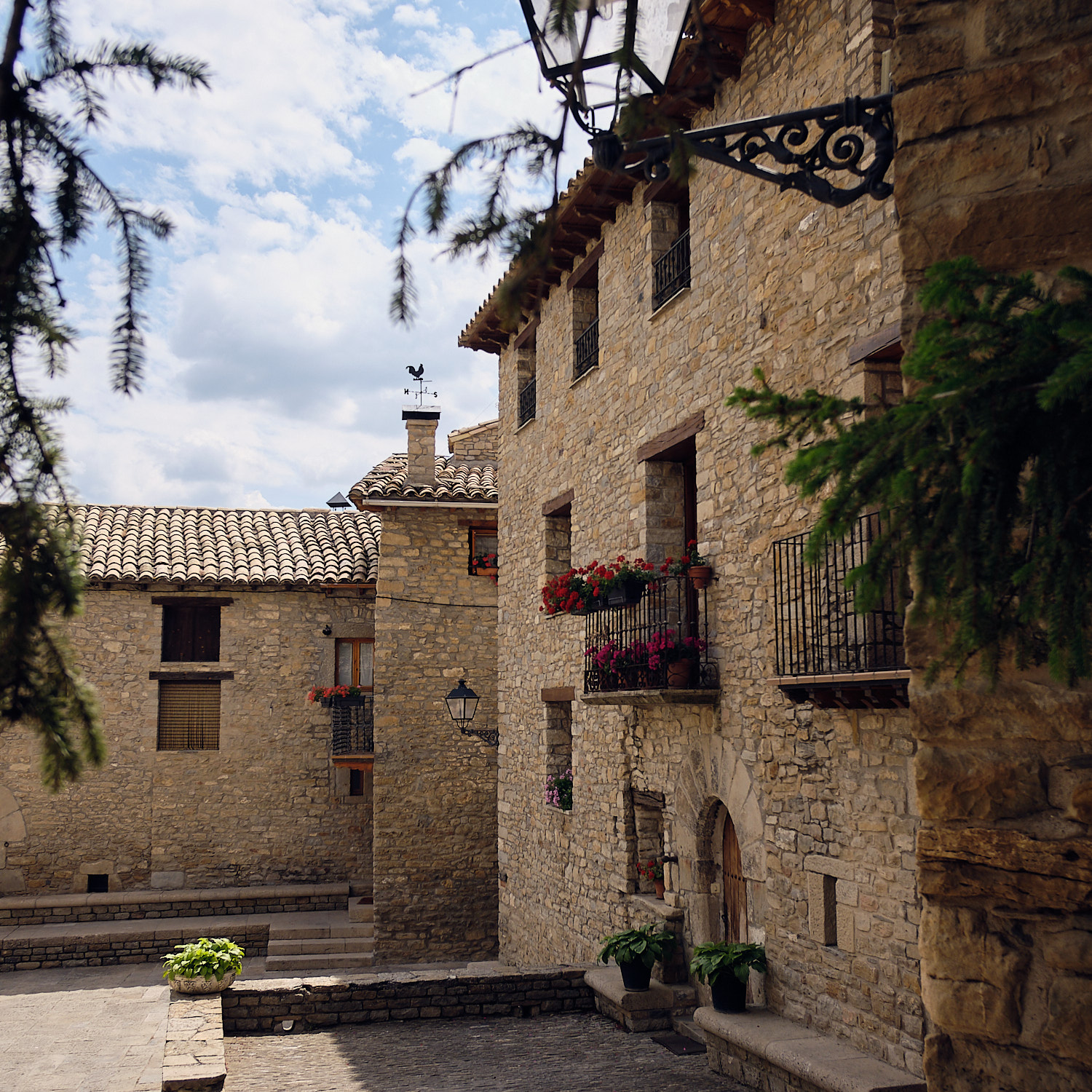 Cloister and the smallest middle age town with a former Bishop's seat in Spain