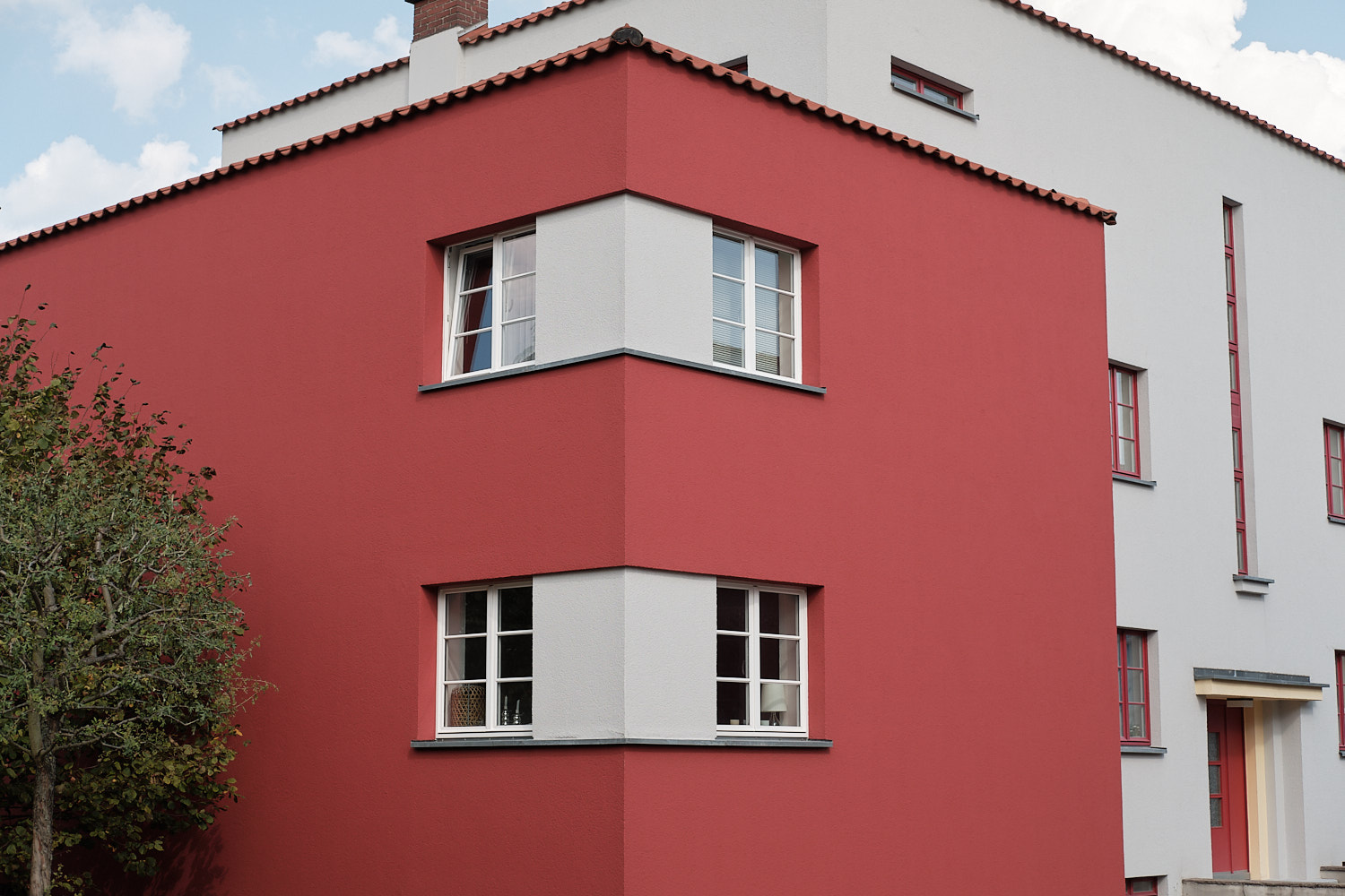 "The first attempts to use color in housing facades at the ""Italian Garden"" houses."