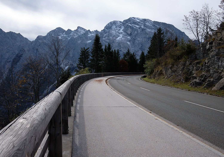 A turn along the Roßfeldpanorama road